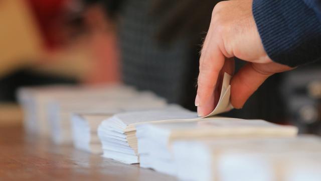 direct-presidentielle-un-bureau-de-vote-evacue-dans-le-doubs-vehicule-suspect